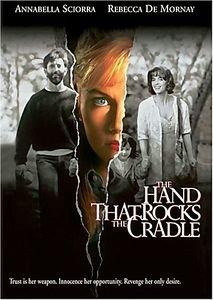 Рука, качающая колыбель на DVD